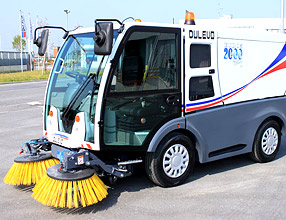 Street Cleaning Machines - 2000 Sky Sweeper