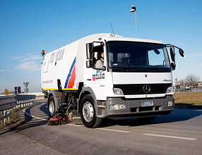 Street Cleaning Equipment � 7000 Vacuum Sweeper