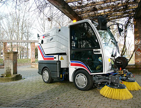 Street Cleaning Equipment � 850 Mini Sweeper